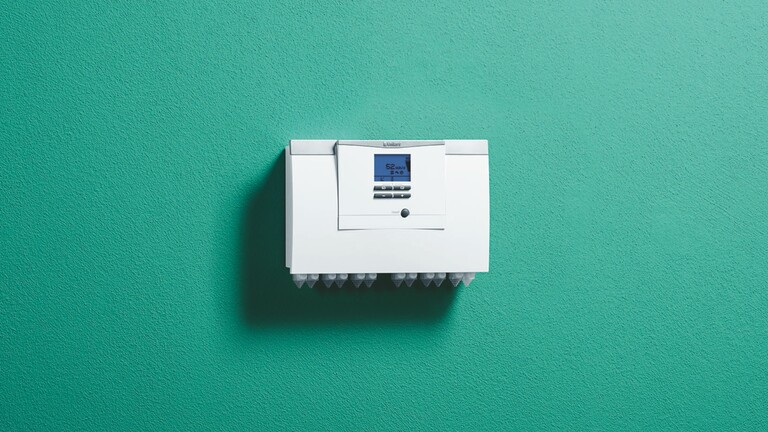 The aroTHERM plus interface on a green background