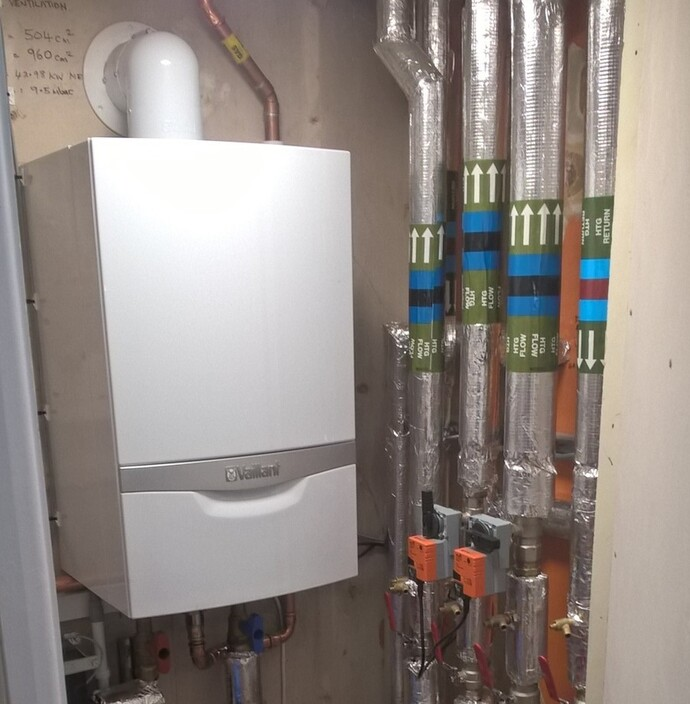 https://www.vaillant.co.uk/images/case-studies/platt-hill-community-centre/platt-hill-boiler-1548612-format-flex-height@690@desktop.jpg