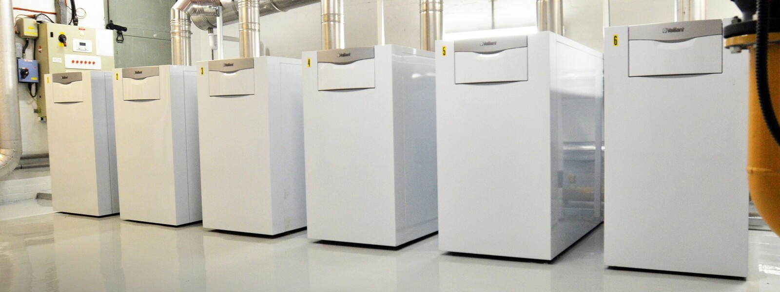https://www.vaillant.co.uk/images/products/boilers/ecocraft/floor-standing-ecocraft-1142473-format-24-9@1600@desktop.jpg