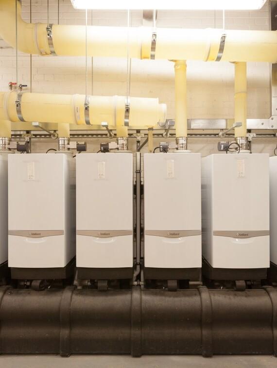 https://www.vaillant.co.uk/images/products/boilers/ecotec-80-120kw-1/ecotec-80-100-120-kw-wall-hung-boiler-1136948-format-3-4@570@desktop.jpg