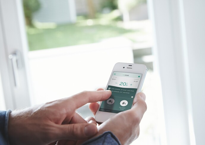 Interaction with the Vaillant vSMART smartphone application.