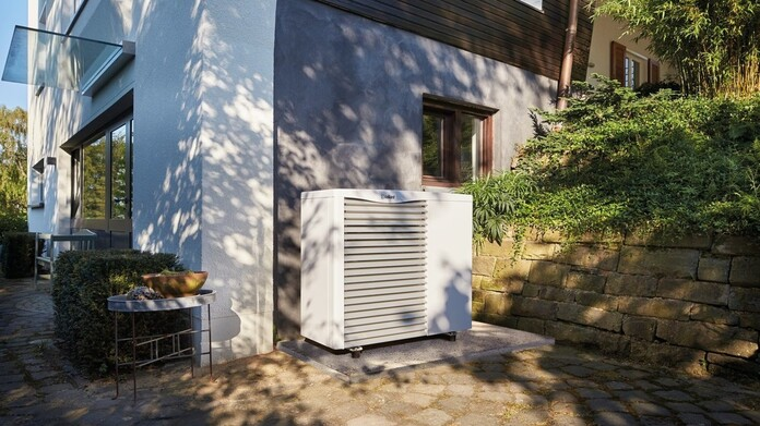 https://www.vaillant.co.uk/images/products/renewables/arotherm-heat-pump/arotherm-air-to-water-1112763-format-16-9@696@desktop.jpg