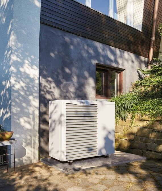 https://www.vaillant.co.uk/images/products/renewables/arotherm-heat-pump/arotherm-air-to-water-1112763-format-5-6@570@desktop.jpg