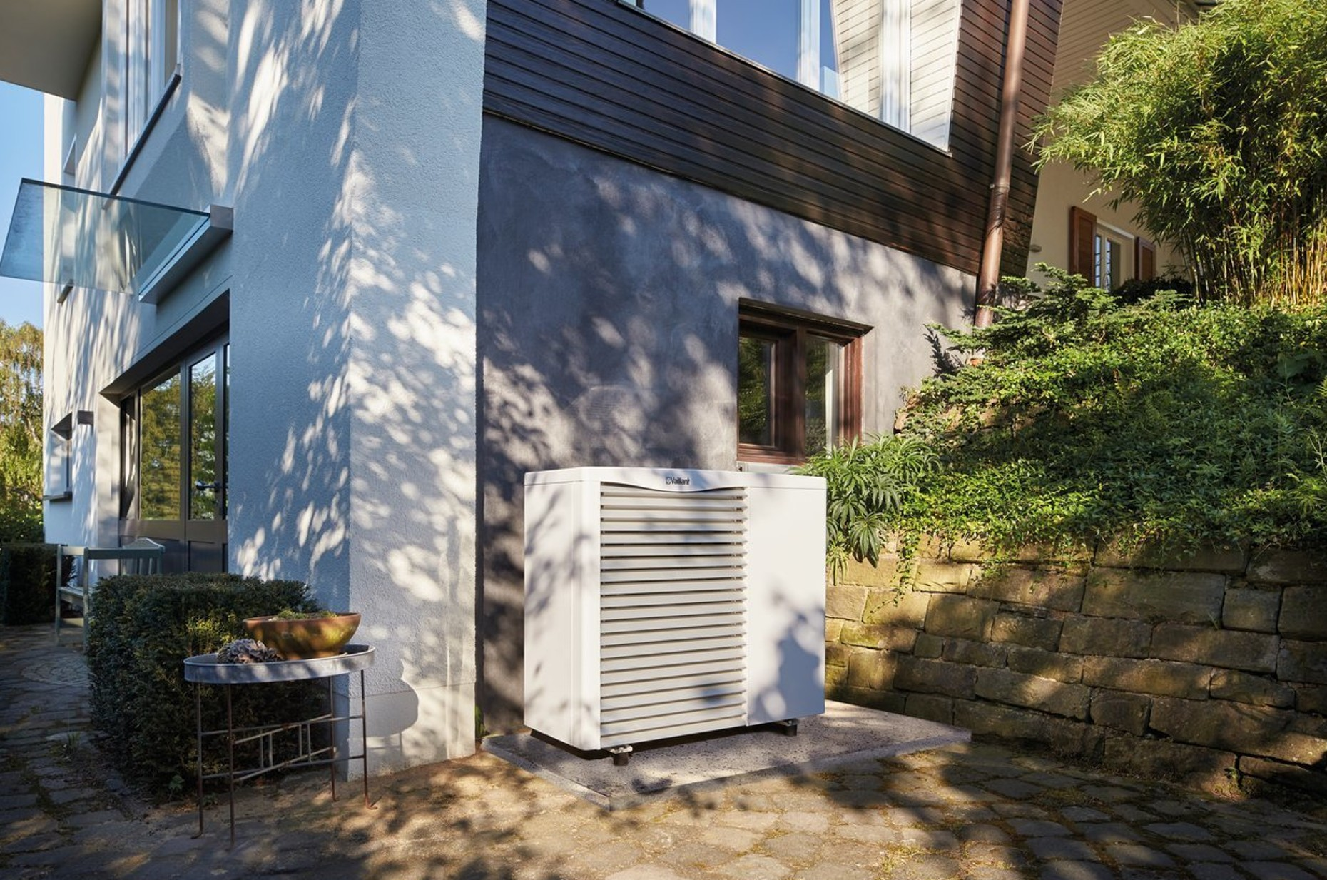 aroTHERM Air Source Heat Pump | Renewable Heating | Vaillant UK on