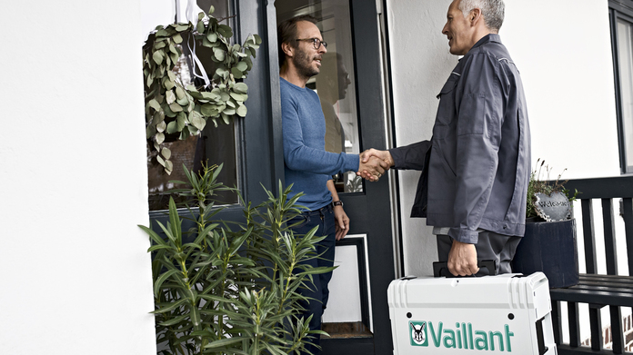 //www.vaillant.co.uk/media-master/global-media/vaillant/communication-portfolio/people-shoot-2018/people18-3295-1176166-format-16-9@696@desktop.jpg