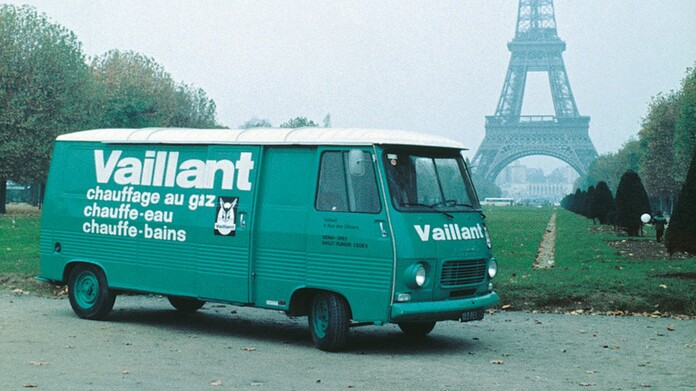 //www.vaillant.co.uk/media-master/global-media/vaillant/historic-motive/hisc17-45991-format-16-9@696@desktop.jpg